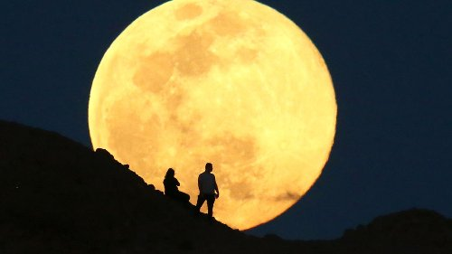 Here comes the pink moon! But will it actually be pink? And is it a 'supermoon'? Here's what to know.
