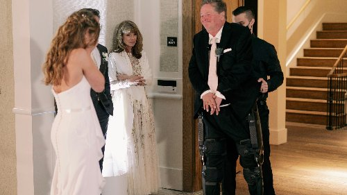 IndyCar team owner Sam Schmidt walks for first time in 21 years, dances with daughter at wedding