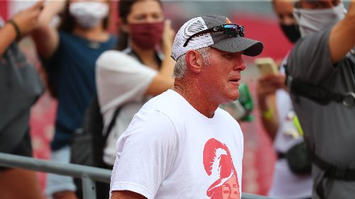 Brett Favre wants politics out of sports, says kneeling for national anthem has 'created more turmoil'