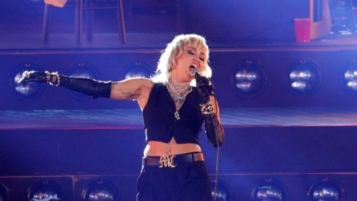 Miley Cyrus has near panic attack at Summerfest: 'It is very stunning to be back'