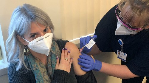 People with immune issues – at 'high risk' for COVID-19 – remain hesitant about vaccination. Here's what experts say