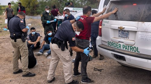 Police help Border Patrol catch migrants, which is bad policy, experts say