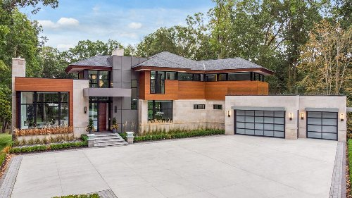 $3M award-winning Oakland Township home has staircase made of glass