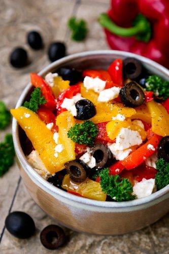 Paprika-Feta-Salat mit Oliven – einfacher Low Carb Salat