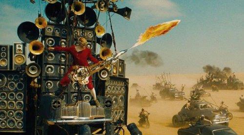 "Mad Max Fury Road Rig LKW ""Doof Wagon"" steht zur Auktion"