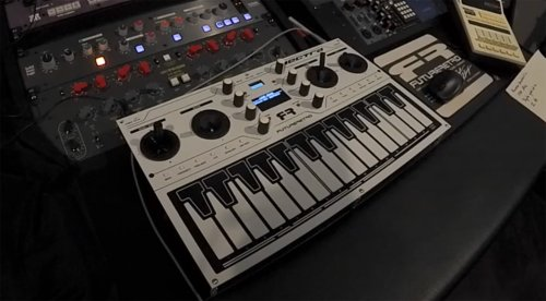 Future Retro Vectra: Hybrider Vektor-Synthesizer mit vier Joysticks
