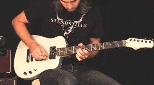 Diese Aluminium-E-Gitarre spart Holz und Strom