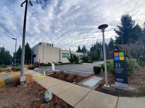 Microsoft to require proof of vaccination for U.S. on-site work, delays full reopening to October