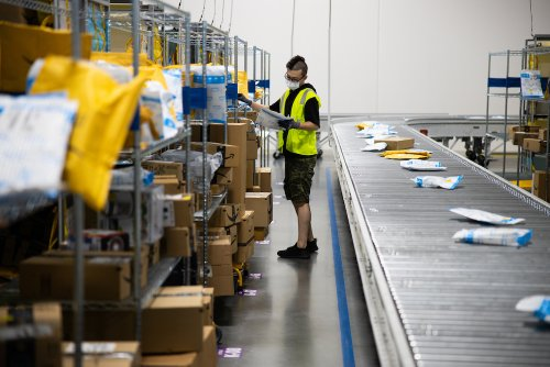 Amazon to add another 75,000 workers and offers $100 bonus for proof of vaccination