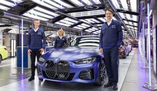 New BMW i4 EV rolls off the production line