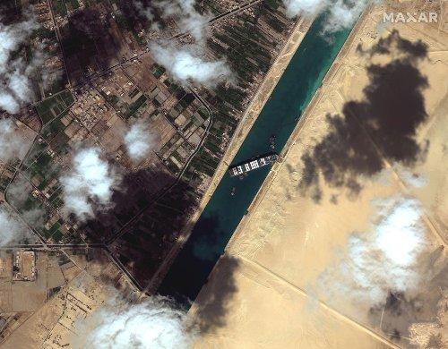 Il blocco del canale di Suez riapre la rotta del Capo e porta nuovi problemi, dai pirati alla gestione delle code