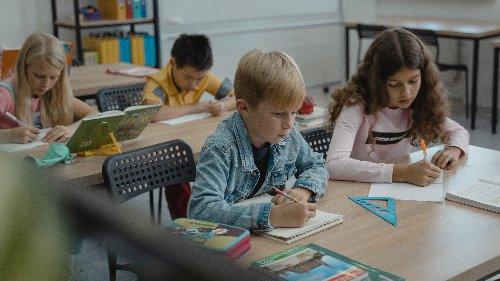 Psychologische Schäden an Kindern sind unermesslich: Kinderärzte warnen vor Schulschließungen