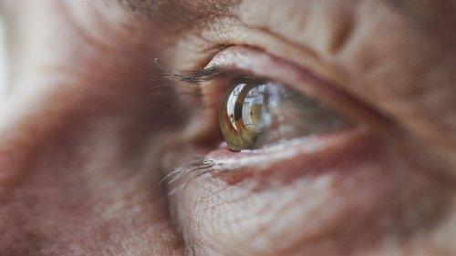 Le 7 abitudini comuni che fanno invecchiare più in fretta