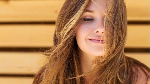 Kokosöl, Honig, Heilerde: Selbstgemachte Haarkuren helfen gegen Spliss