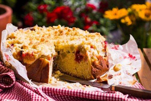 Gesund und vegan: Rhabarber-Streuselkuchen