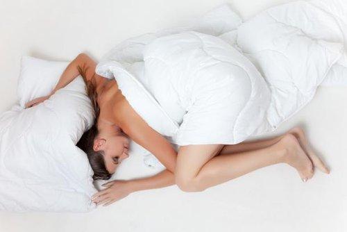 Schlank im Schlaf: Abnehmen über Nacht?