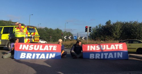 Updates as M25 blocked in both directions due to demonstration