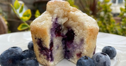 Unbelievable blueberry muffin recipe made with 4 ingredients