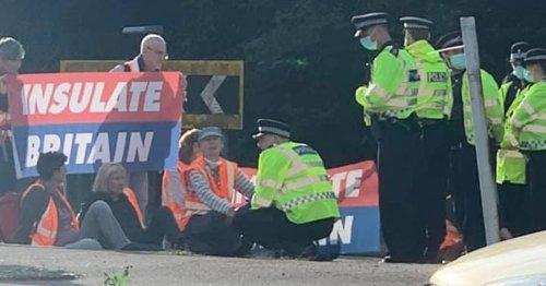Police arrest 24 people after demonstrations on Surrey motorways