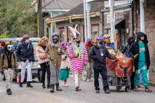 An unofficial parade