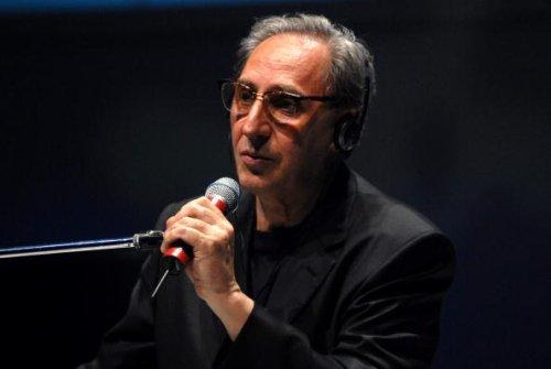 2007: Franco Battiato si esibisce al Teatro dal Verme a Milano