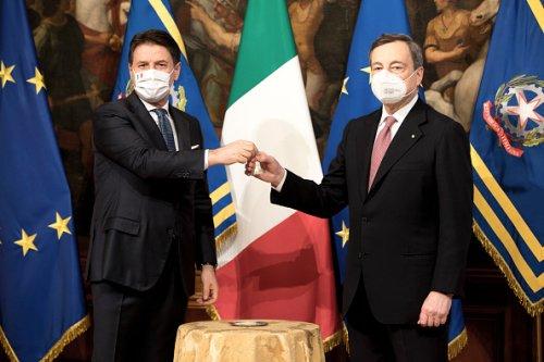 Cerimonia della campanella tra Giuseppe Conte e Mario Draghi