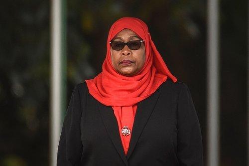 """Samia Suhulu Hassan, detta """"Mama Samia"""", ha giurato come presidente della Tanzania."""