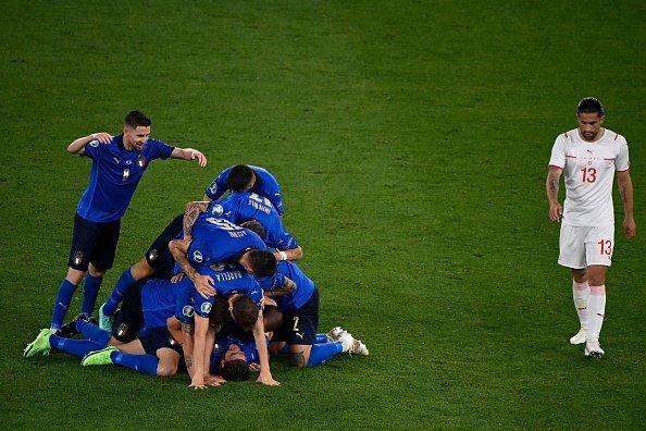 Gli azzurri festeggiano il secondo gol contro la Svizzera durante Euro 2020