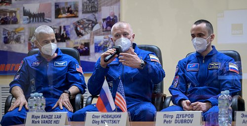 Expedition 65 crew