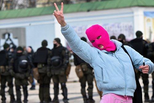 Un'attivista a Kiev durante la Giornata internazionale della donna