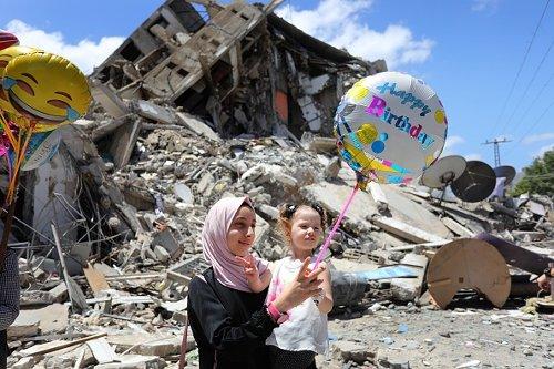 Una donna palestinese dopo il cessate il fuoco a Gaza