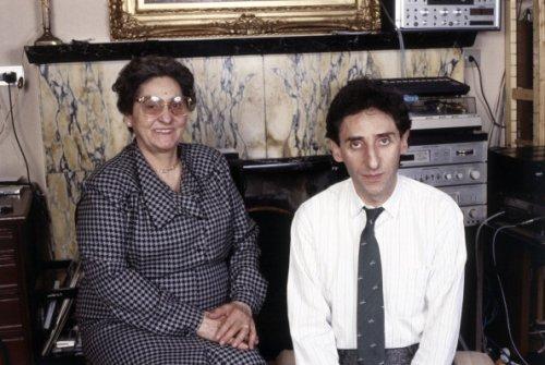 1985: Franco Battiato con la madre Grazia