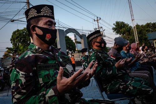 Prayers for Indonesian Submarine Crew Victims