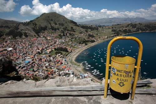 Cleaning efforts in Bolivia's Lake Titicaca
