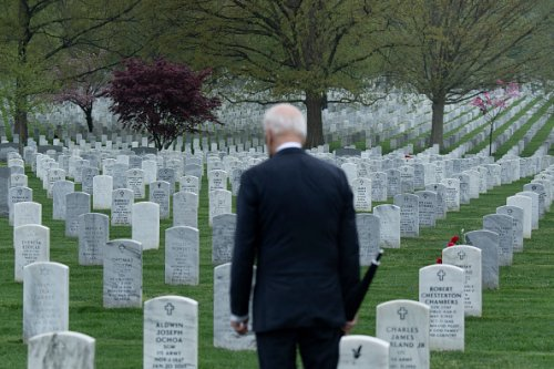 Joe Biden onora i caduti del conflitto afgano