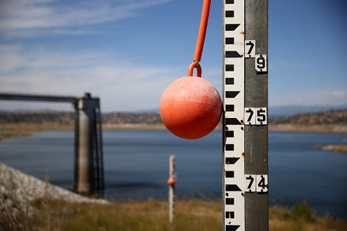 Water depth markers