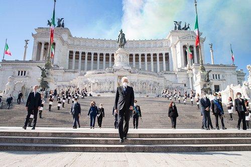Il Presidente Sergio Mattarella all'Altare della Patria il 2 giugno, Festa della Repubblica