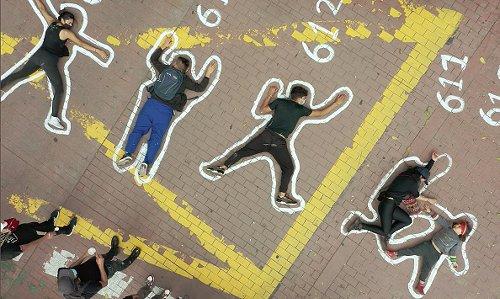 Proteste a Bogotà per le migliaia di esecuzioni extragiudiziali