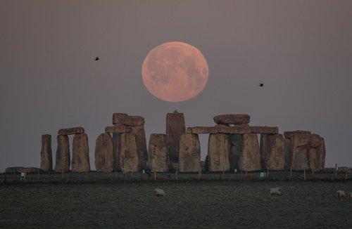 Setting behind Stonehenge