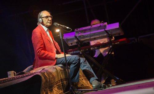 Franco Battiato durante un'esibizione a Madrid nel 2017