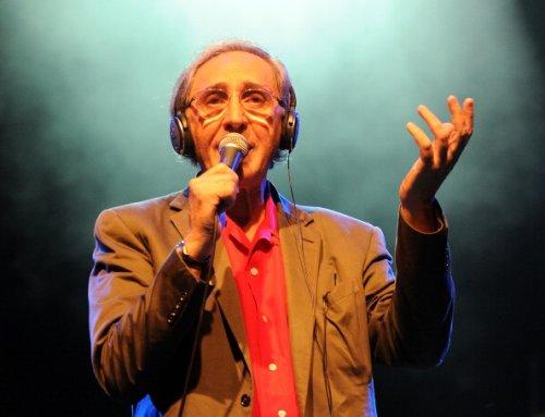 Durante un concerto in Piazza del Popolo ad Ascoli Piceno, 2011