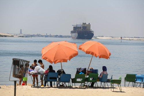 Bagnanti al Canale di Suez