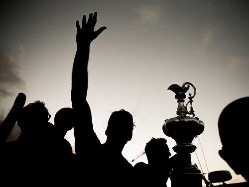 Emirates Team New Zealand festeggia dopo aver vinto l'America's Cup