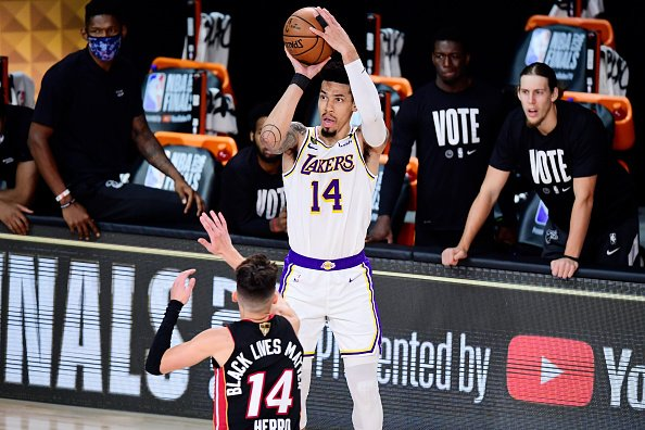 Danny Green of the Los Angeles Lakers shoots the ball over Tyler...