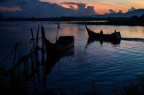 Indonesian fishermen set off at dawn
