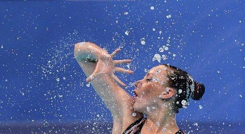 Polina Prikazchikova di Israele nella finale di Solo Free Artistic Swimming