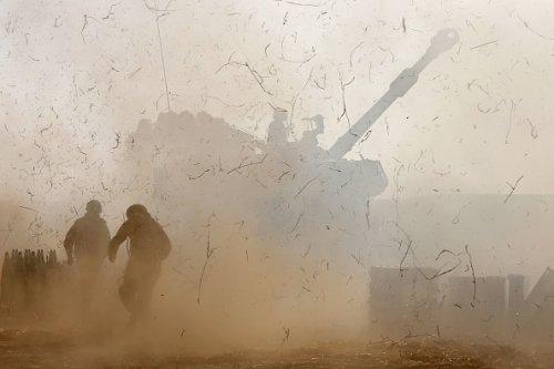 Soldati israeliani attaccano la Striscia di Gaza