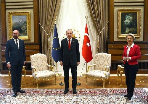 Charles Michel, Recepp Tayyip Erdoğan, Ursula von der Leyen e la sedia mancante