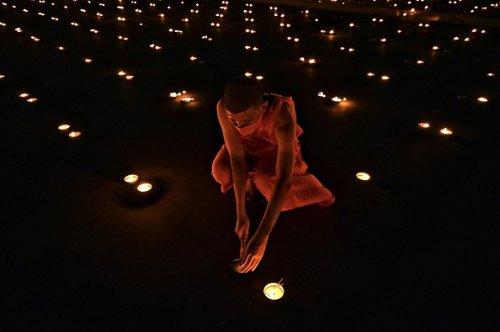 Celebrazioni per la Giornata della Terra al tempio buddista Wat Dhammakaya
