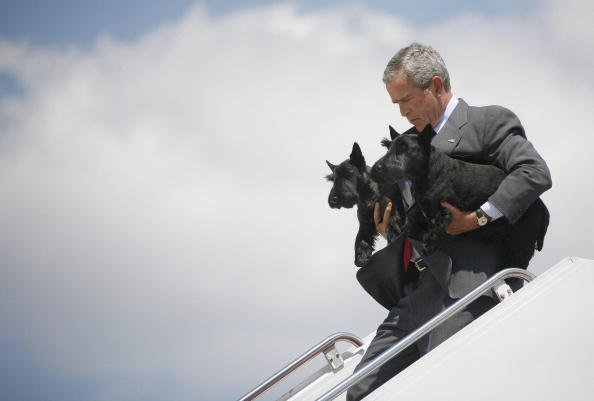 President George W. Bush walks off Air Force One with Barney and Ms. Beazley
